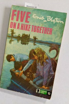 Five on a Hike Together (Knight Books) ISBN: 9780340041444