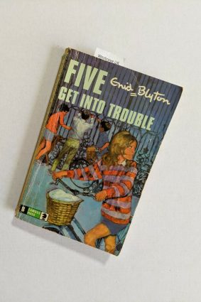 Five Get into Trouble (Knight Books) ISBN: 9780340041352