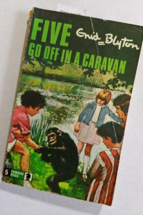 Five Go Off in a Caravan (Knight Books) ISBN: 9780340040010