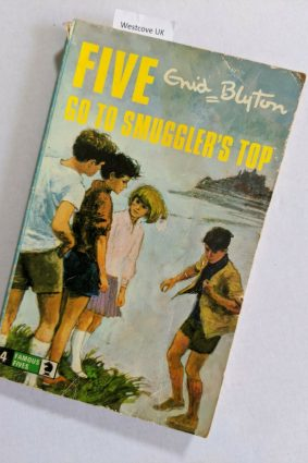 Five go to Smuggler's Top ISBN: ?9780340040003