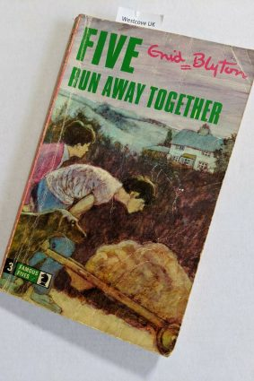 Five Run Away Together (Knight Books) ISBN: 9780340024621