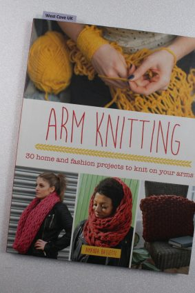 Arm Knitting: 30 home and fashion projects to knit on your arms ISBN: 9781782213598