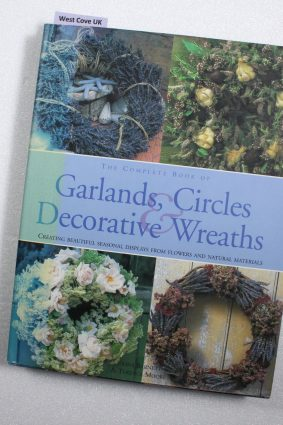 The Complete Book of Garlands Circles & Decorative Wreaths  ISBN: 9780754823322