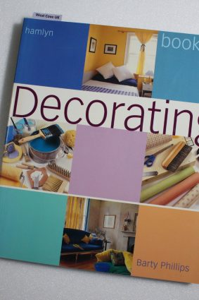 The Hamlyn Book of Decorating by Phillips Barty ISBN: 9780681031869