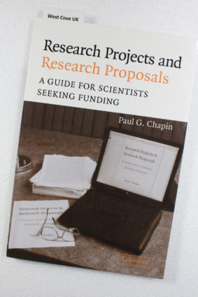 Research Projects and Research Proposals: A Guide for Scientists Seeking Funding by Chapin Paul G. ISBN: 9780521537162