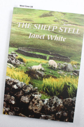The Sheep Stell: A Life with Sheep by White Janet ISBN: 9780956185600