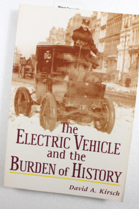 The Electric Vehicle and the Burden of History by Kirsch David A ISBN: 9780813528090