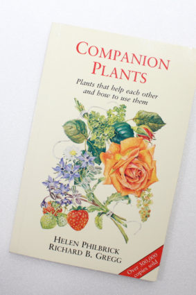Companion Plants and How to Use Them by Philbrick Helen ISBN: 9781854040046