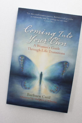 Coming Into Your Own: A Woman's Guide Through Life Transitions by Cecil Barbara ISBN: 9781935952602