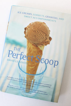 The Perfect Scoop: Ice Creams Sorbets Granitas and Sweet Accompaniments by Lebovitz David ISBN: 9781906417543