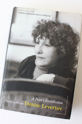 A Poet's Revolution: The Life of Denise Levertov by Hollenberg Donna ISBN: 9780520272460