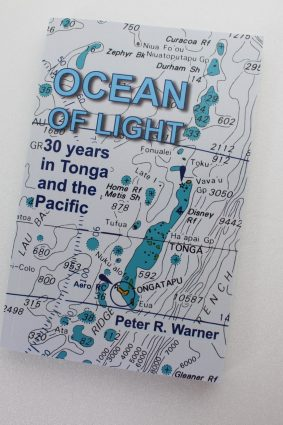 Ocean of Light: 30 years in Tonga and the Pacific by Warner Mr Peter Raymond ISBN: 9781721185306