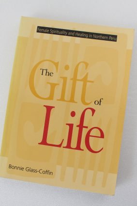 The Gift of Life: Female Spirituality and Healing in Northern Peru (Studies in Modern German Literature) ISBN: 9780826318930