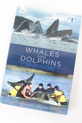 Whales and Dolphins: Cognition Culture Conservation and Human Perceptions (Earthscan Oceans) ISBN: 9781849712255