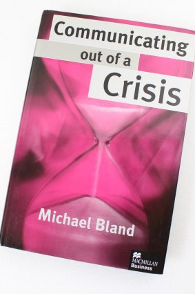 Communicating out of a Crisis (MacMillan Business) by Bland Michael ISBN: 9780333720974