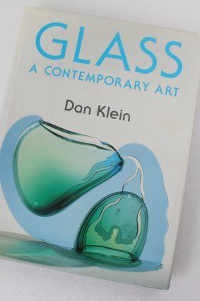 Glass: A Contemporary Art by Klein Dan ISBN: 9780004122281