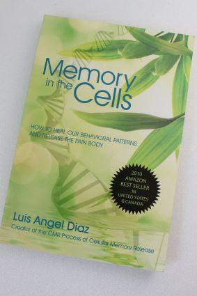 Memory in the cells  by Luis Angel  Diaz ISBN: 9780595523788