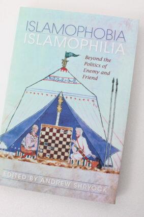 Islamophobia/Islamophilia: Beyond the Politics of Enemy and Friend (Middle East Studies)  ISBN: 9780253221995