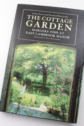 The Cottage Garden: Margery Fish at East Lambrook Manor by Susan Chivers Suzanne Woloszynska ISBN: 9780719547904